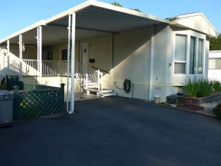 """Photo 2: 29 2120 KING GEORGE Boulevard in Surrey: King George Corridor Manufactured Home for sale in """"Five Oaks Park"""" (South Surrey White Rock)  : MLS®# R2485760"""