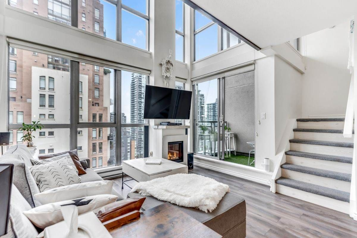 """Main Photo: 1602 1238 RICHARDS Street in Vancouver: Yaletown Condo for sale in """"The Metropolis"""" (Vancouver West)  : MLS®# R2517666"""