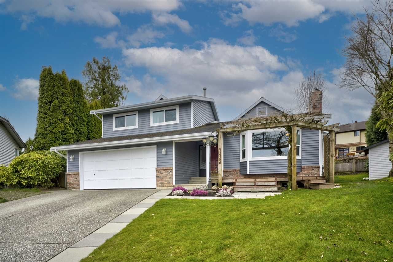 """Main Photo: 34602 SEMLIN Place in Abbotsford: Abbotsford East House for sale in """"Bateman Park"""" : MLS®# R2564096"""