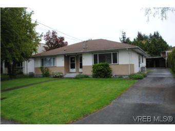 Main Photo: 1029-1031 Colville Rd in VICTORIA: Es Rockheights Full Duplex for sale (Esquimalt)  : MLS®# 535043