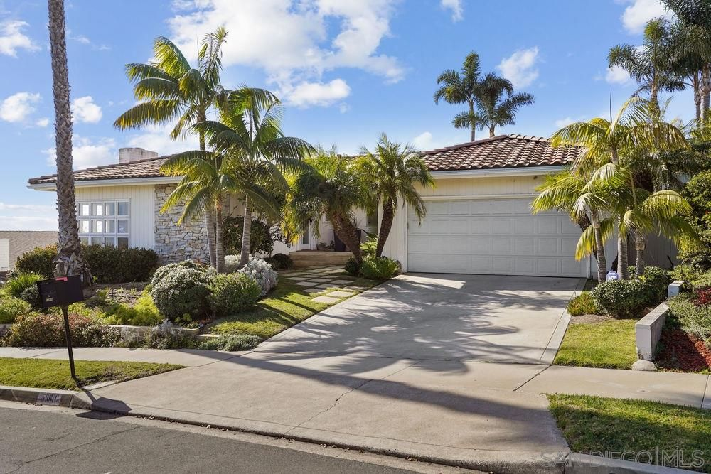 Main Photo: LA JOLLA House for sale : 4 bedrooms : 5560 Candlelight Drive