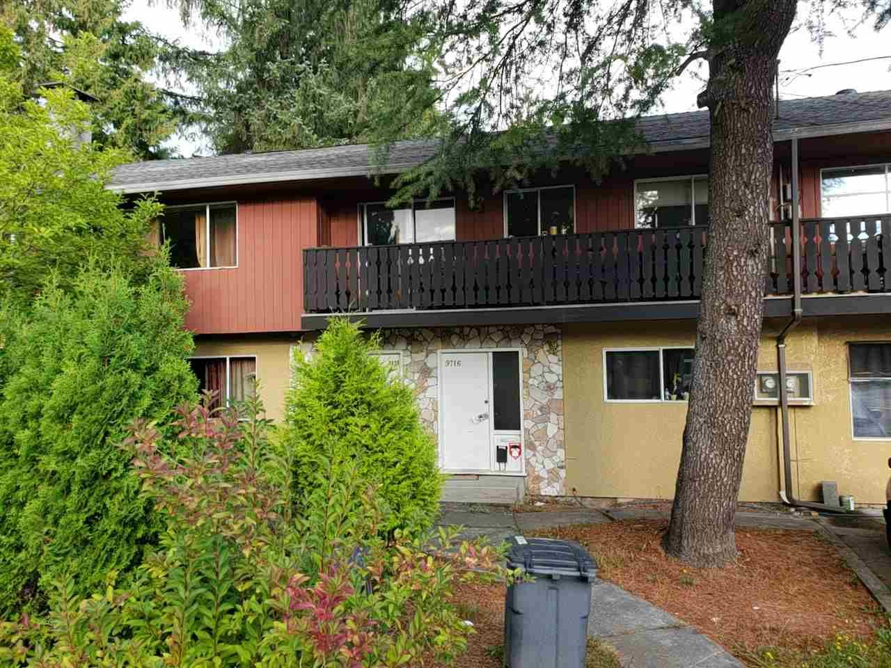 Main Photo: 9716-9718 156 STREET in North Surrey: Guildford Duplex for sale ()  : MLS®# R2306106