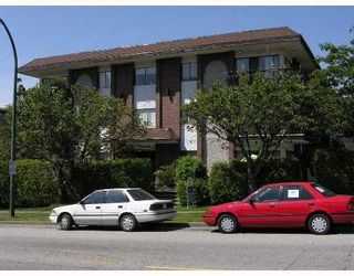 Photo 1: 208, 214 East 5th Street in North Vancouver: Central Lonsdale Condo for sale : MLS®# V651397
