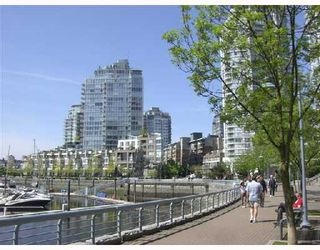 """Photo 8: 2F 1067 MARINASIDE Crescent in Vancouver: False Creek North Condo for sale in """"QUAYWEST"""" (Vancouver West)  : MLS®# V710459"""