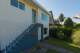 Photo 2: 1834 NAPIER Street in Vancouver: Grandview VE House for sale (Vancouver East)  : MLS®# R2111926