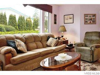 Photo 3: 118 3969 Shelbourne St in VICTORIA: SE Lambrick Park Condo for sale (Saanich East)  : MLS®# 742468