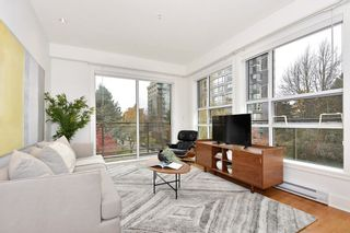 "Photo 2: 306 2128 W 40TH Avenue in Vancouver: Kerrisdale Condo for sale in ""KERRISDALE GARDENS"" (Vancouver West)  : MLS®# R2419404"