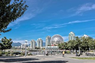 """Photo 21: 203 181 W 1ST Avenue in Vancouver: False Creek Condo for sale in """"BROOK - VILLAGE ON FALSE CREEK"""" (Vancouver West)  : MLS®# R2504203"""