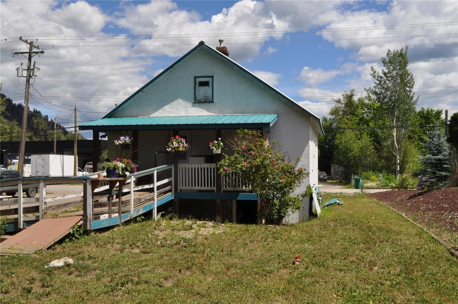 Main Photo: 1886 Shuswap Avenue, in Lumby: House for sale : MLS®# 10235478