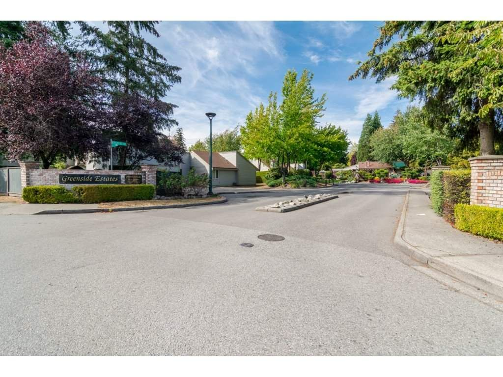 """Main Photo: 6142 W GREENSIDE Drive in Surrey: Cloverdale BC Townhouse for sale in """"Greenside Estates"""" (Cloverdale)  : MLS®# R2221586"""