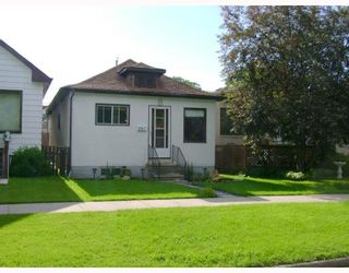 Photo 1: 281 ROSEBERRY Street in WINNIPEG: St James Residential for sale (West Winnipeg)  : MLS®# 2907258