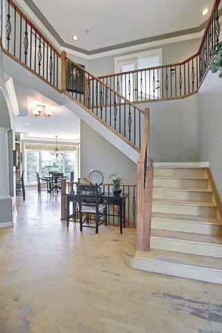 Photo 15: 17 Simcrest Manor SW in Calgary: Signal Hill Detached for sale : MLS®# A1128718