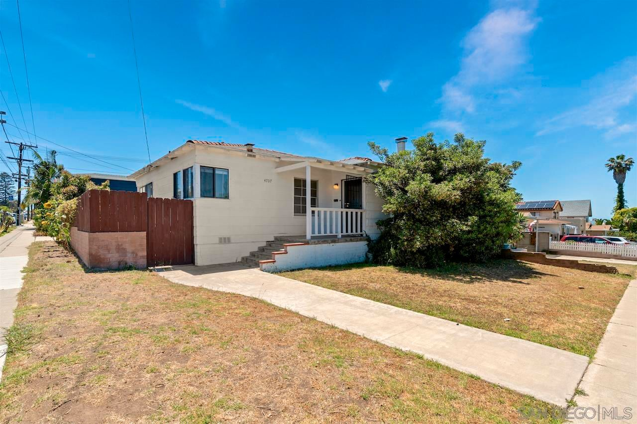 Main Photo: OCEAN BEACH House for sale : 2 bedrooms : 4707 Newport Ave in San Diego