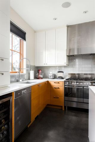 Photo 4: 2001 Runnymede Ave in Victoria: Vi Fairfield East House for sale : MLS®# 865939