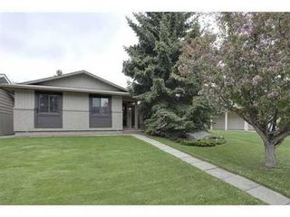 Photo 1: 439 PARKVIEW Crescent SE in Calgary: Bungalow for sale : MLS®# C3526414