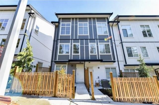 Main Photo: : Townhouse for sale : MLS®# R2323454