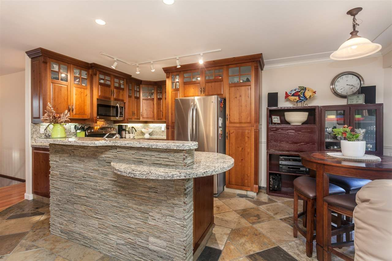 Photo 3: Photos: 24072 109 Avenue in Maple Ridge: Cottonwood MR House for sale : MLS®# R2218573