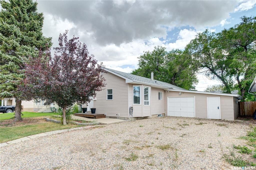 Main Photo: 214 2nd Street South in Martensville: Residential for sale : MLS®# SK869676