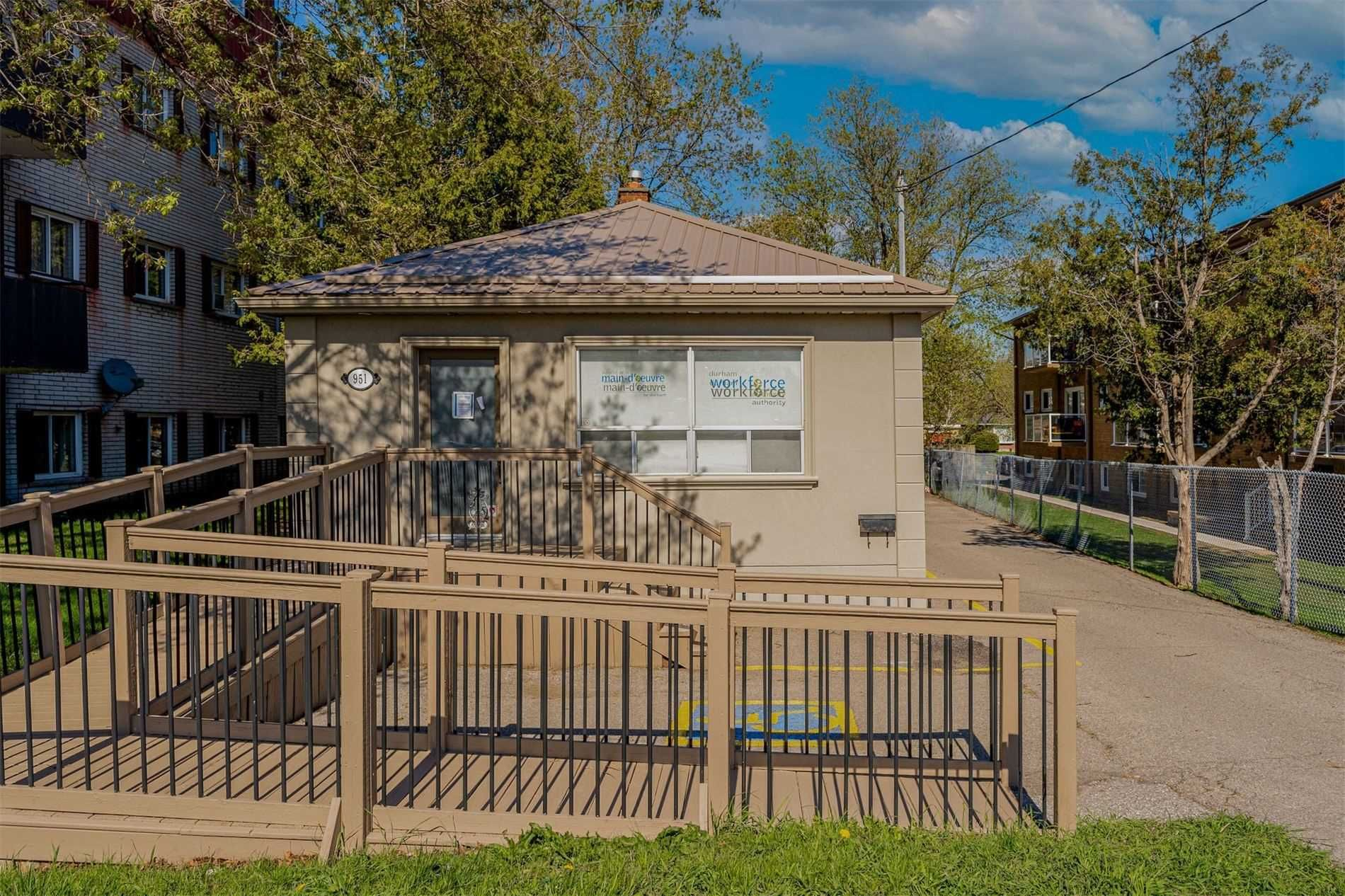 Main Photo: 951 N Simcoe Street in Oshawa: Centennial Property for sale : MLS®# E5232565
