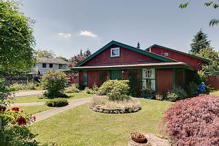 Photo 1: 11921 Wicklow Way Maple Ridge 3 Bedroom & Den Rancher with Loft For Sale