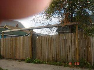 Photo 2: 887 ALEXANDER Avenue in Winnipeg: Residential for sale (Canada)  : MLS®# 1116577