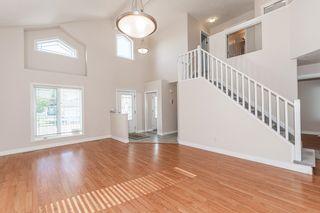 Photo 5: 471 OZERNA Road in Edmonton: Zone 28 House for sale : MLS®# E4252419
