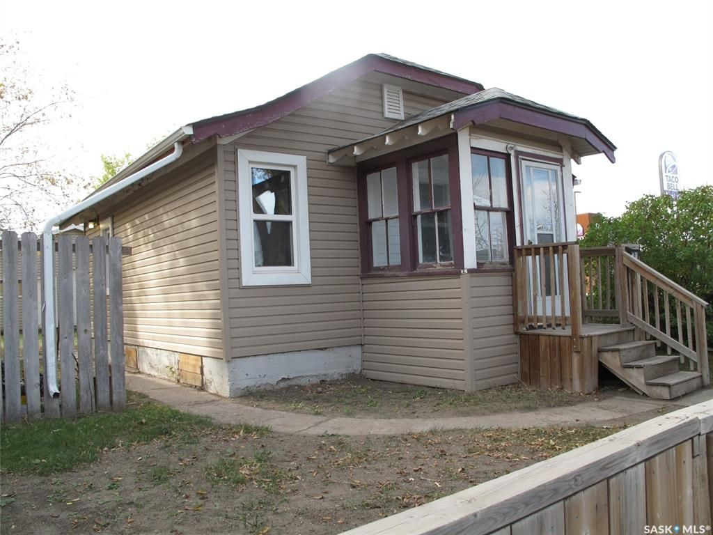 Main Photo: 101 M Avenue South in Saskatoon: Pleasant Hill Residential for sale : MLS®# SK871619