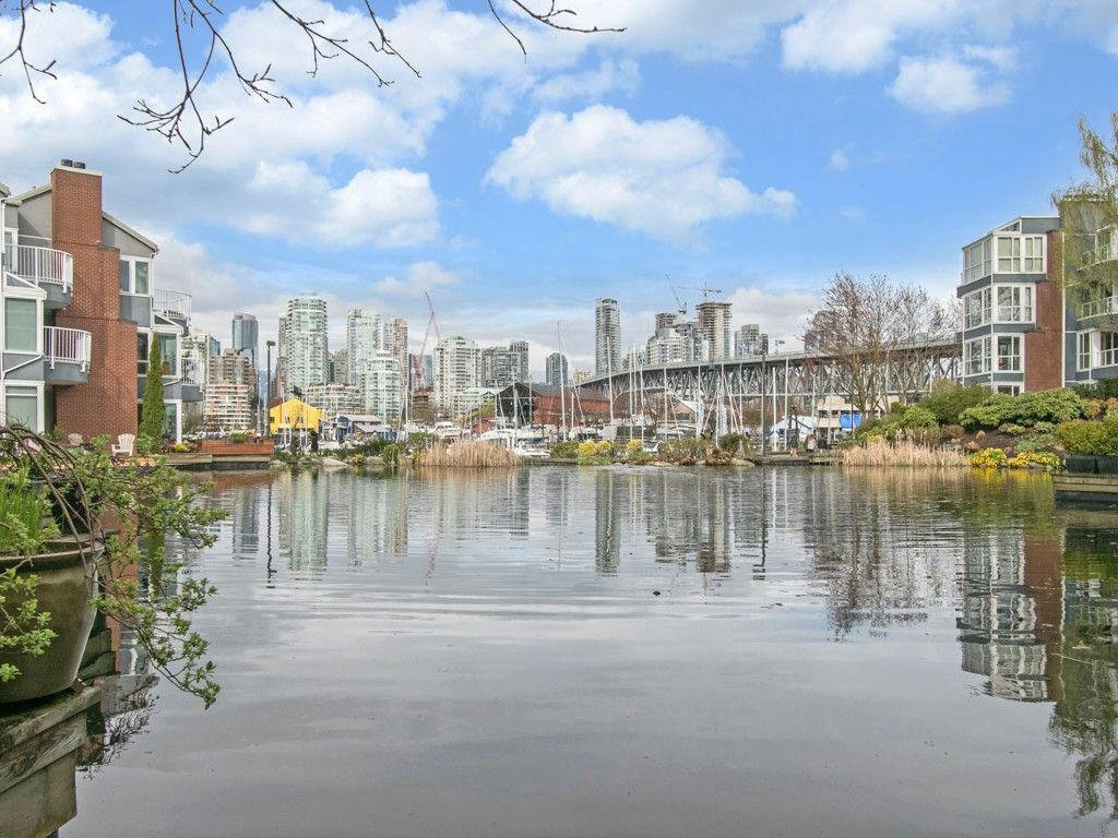 """Main Photo: 1585 MARINER Walk in Vancouver: False Creek Townhouse for sale in """"LAGOONS"""" (Vancouver West)  : MLS®# R2158122"""