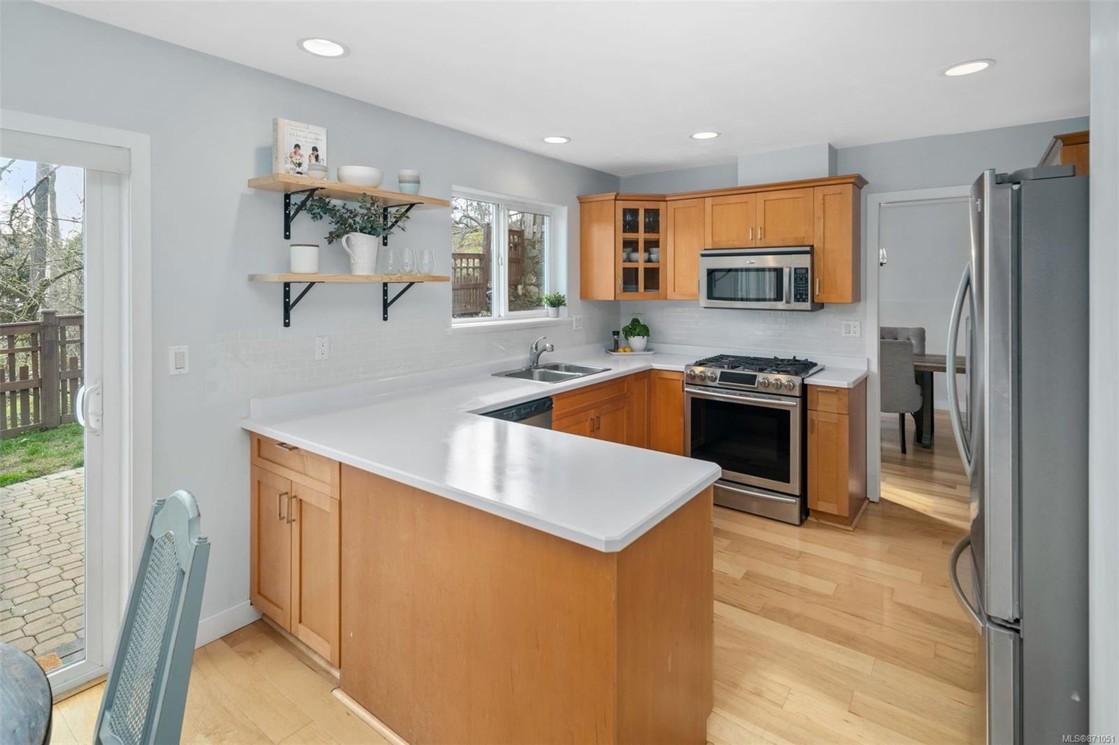 Photo 5: Photos: 521 Selwyn Oaks Pl in : La Mill Hill House for sale (Langford)  : MLS®# 871051