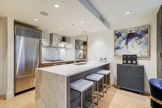 """Photo 4: 2207 1111 ALBERNI Street in Vancouver: West End VW Condo for sale in """"Shangri-La"""" (Vancouver West)  : MLS®# R2335303"""