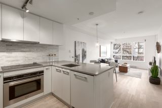 """Photo 4: 311 2468 BAYSWATER Street in Vancouver: Kitsilano Condo for sale in """"The Bayswater"""" (Vancouver West)  : MLS®# R2518860"""