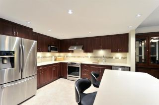 Photo 3: 211 6735 STATION HILL COURT in Burnaby: South Slope Condo for sale (Burnaby South)  : MLS®# R2254939