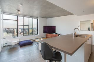 """Photo 5: 1203 108 W CORDOVA Street in Vancouver: Downtown VW Condo for sale in """"Woodwards W32"""" (Vancouver West)  : MLS®# R2322561"""