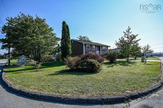 Photo 3: 104 Shrewsbury Road in Dartmouth: 16-Colby Area Residential for sale (Halifax-Dartmouth)  : MLS®# 202125596