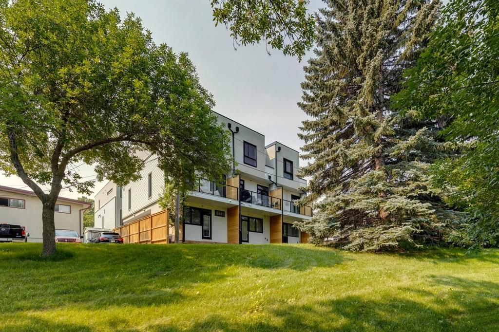 Main Photo: 206 1616 24 Avenue NW in Calgary: Capitol Hill Row/Townhouse for sale : MLS®# A1130011