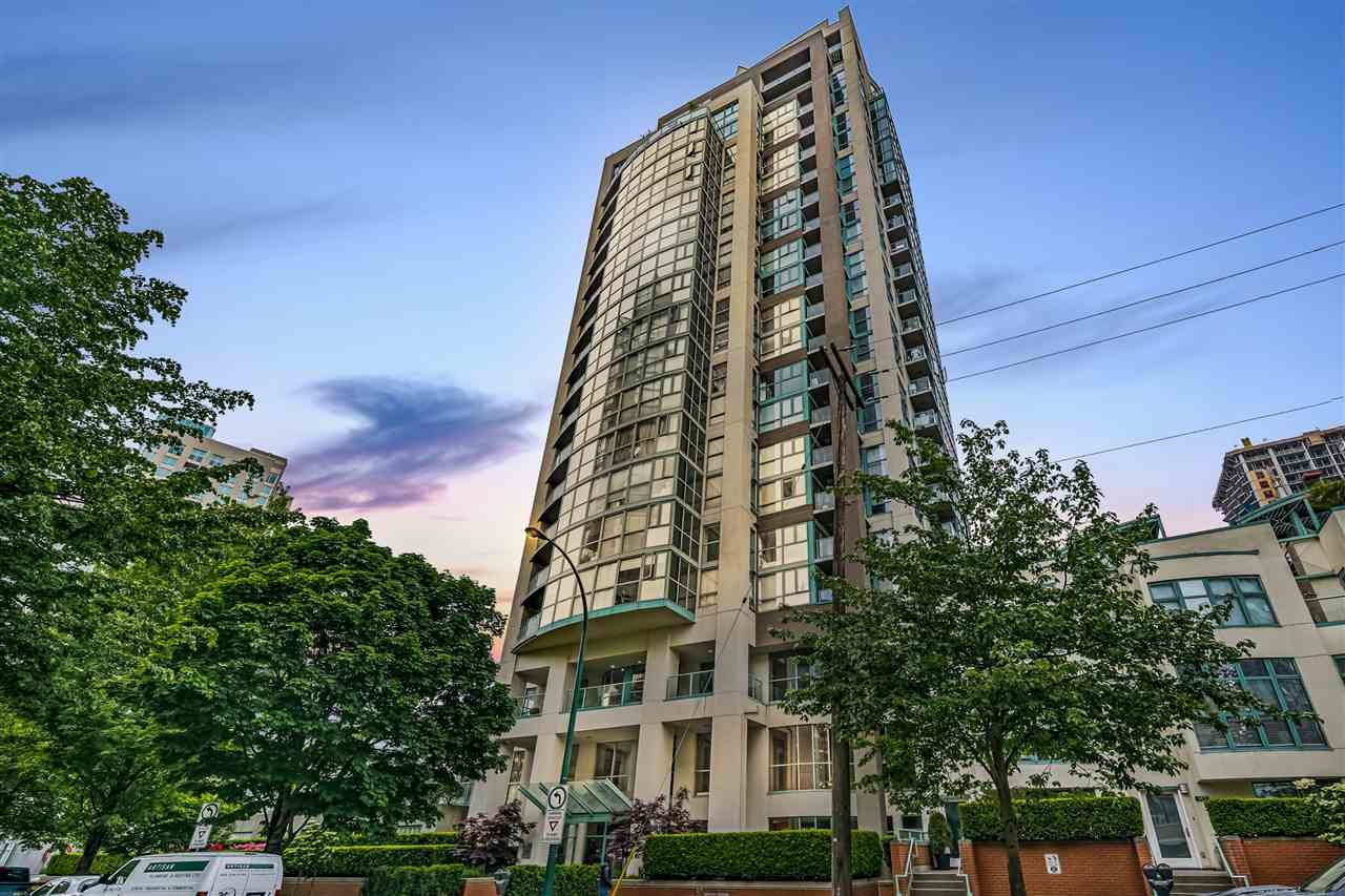 "Main Photo: 1502 907 BEACH Avenue in Vancouver: Yaletown Condo for sale in ""CORAL COURT"" (Vancouver West)  : MLS®# R2457774"