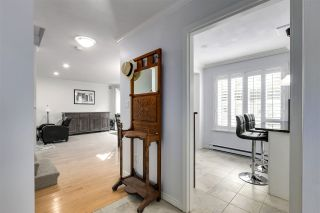 """Photo 3: 11 1818 CHESTERFIELD Avenue in North Vancouver: Central Lonsdale Townhouse for sale in """"Chesterfield Court"""" : MLS®# R2504453"""