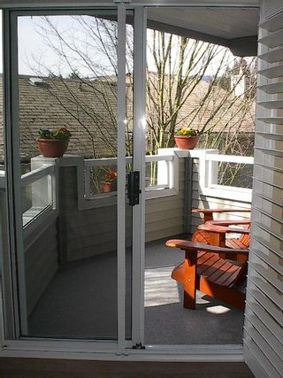 Photo 42: BEAUTIFULLY RENOVATED 3-BR TOWNHOUSE!