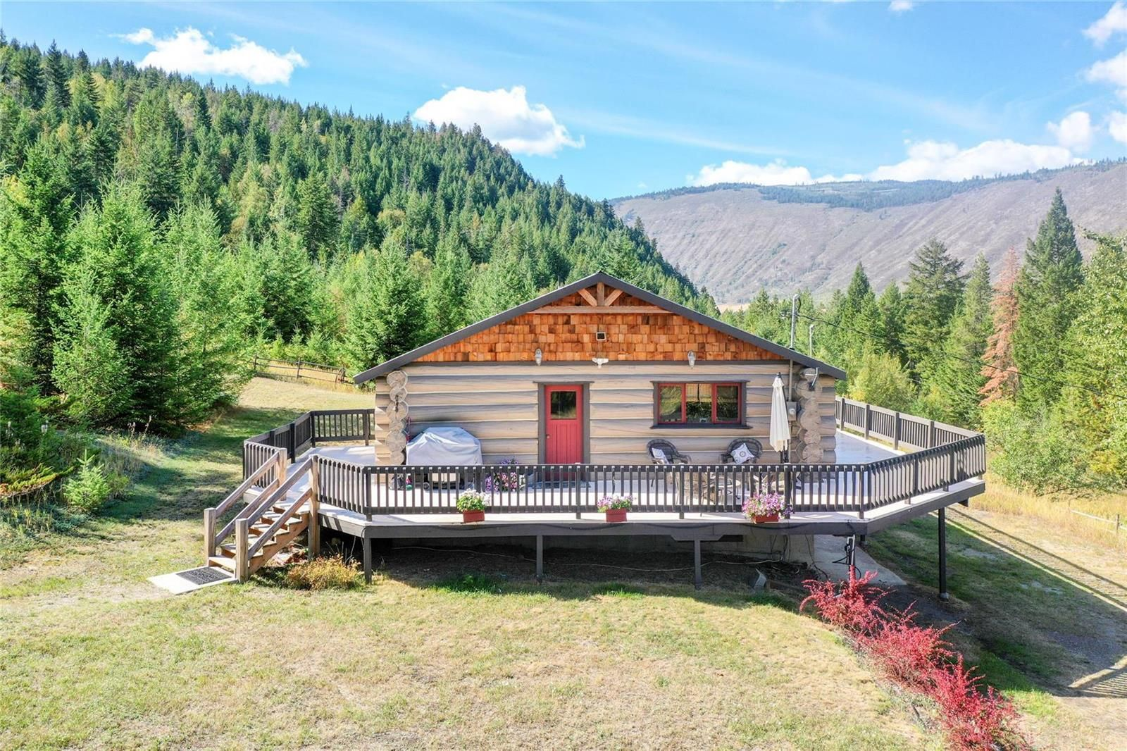 Main Photo: 3547 Salmon River Bench Road, in Falkland: House for sale : MLS®# 10240442