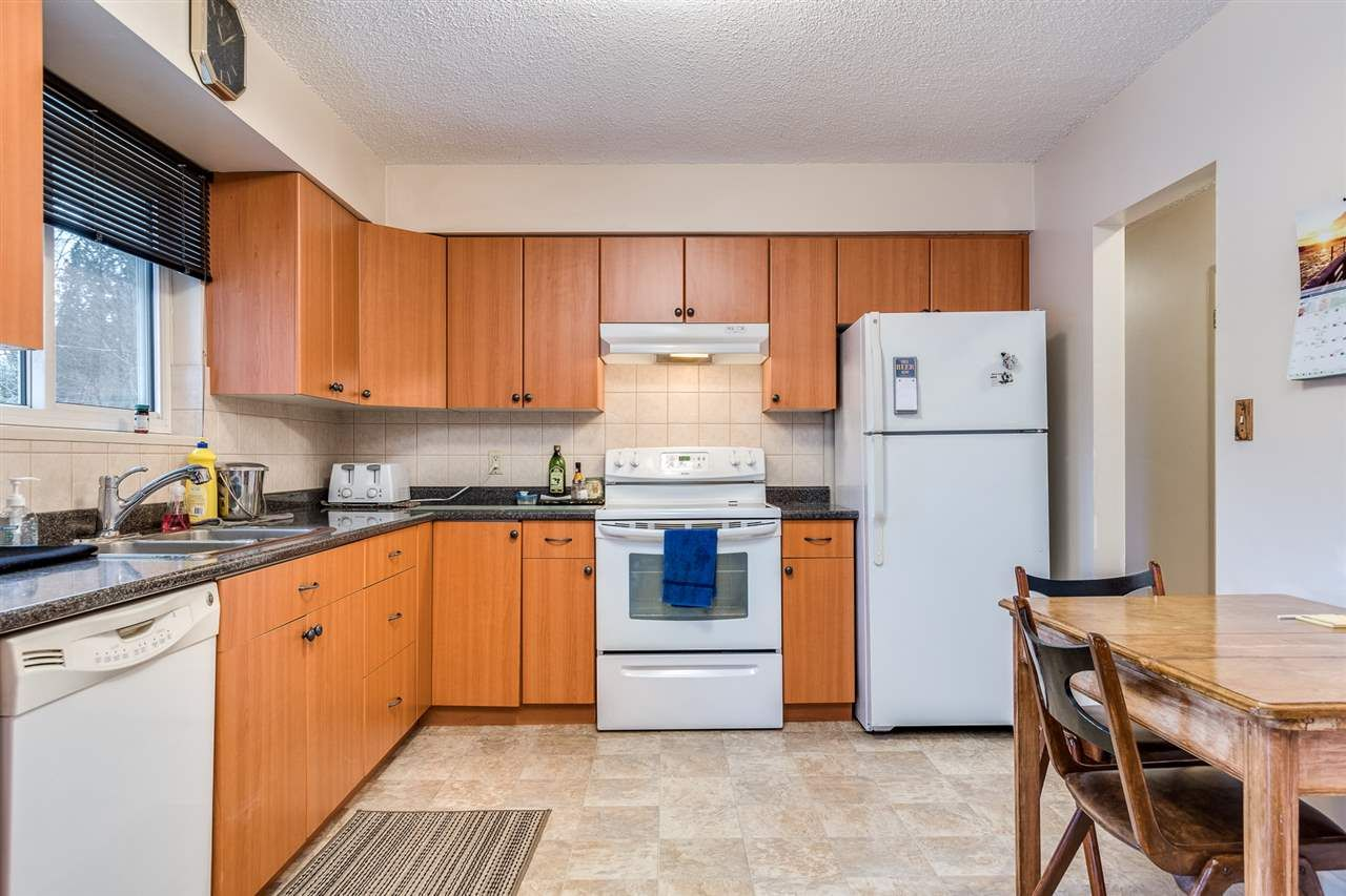 Photo 11: Photos: 3655 COAST MERIDIAN Road in Port Coquitlam: Glenwood PQ House for sale : MLS®# R2528909