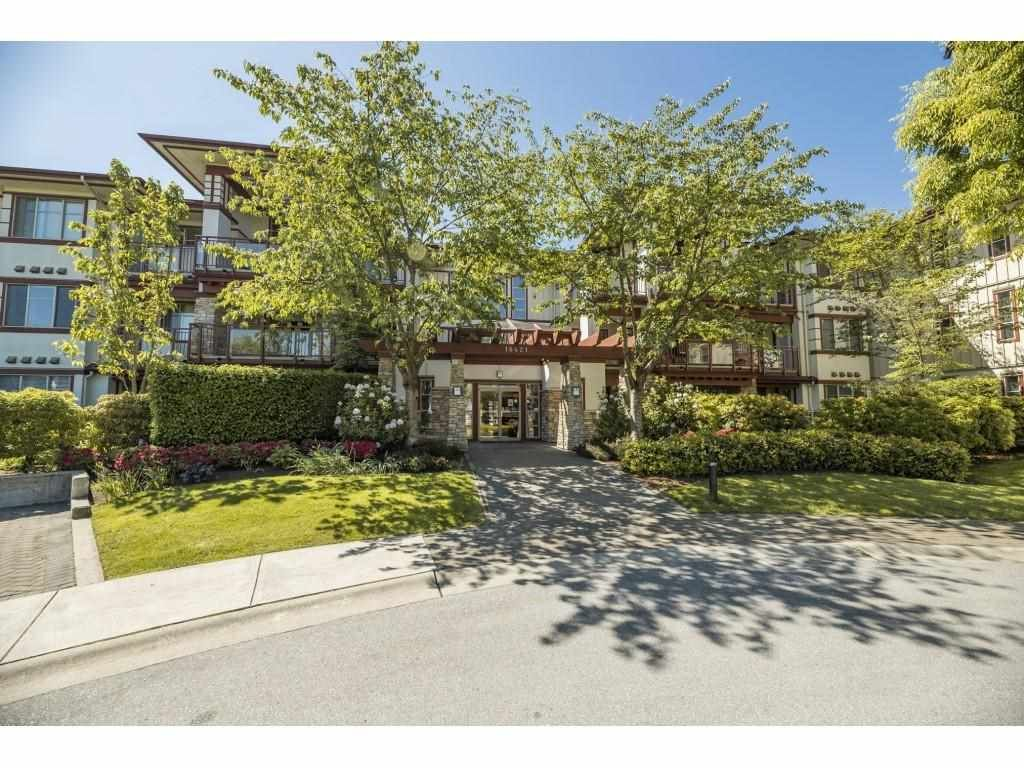 """Main Photo: 210 16421 64 Avenue in Surrey: Clayton Condo for sale in """"St. Andrews"""" (Cloverdale)  : MLS®# R2585170"""