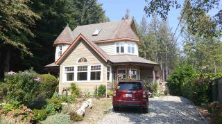 Photo 2: 3252 BEACH Avenue: Roberts Creek House for sale (Sunshine Coast)  : MLS®# R2497270