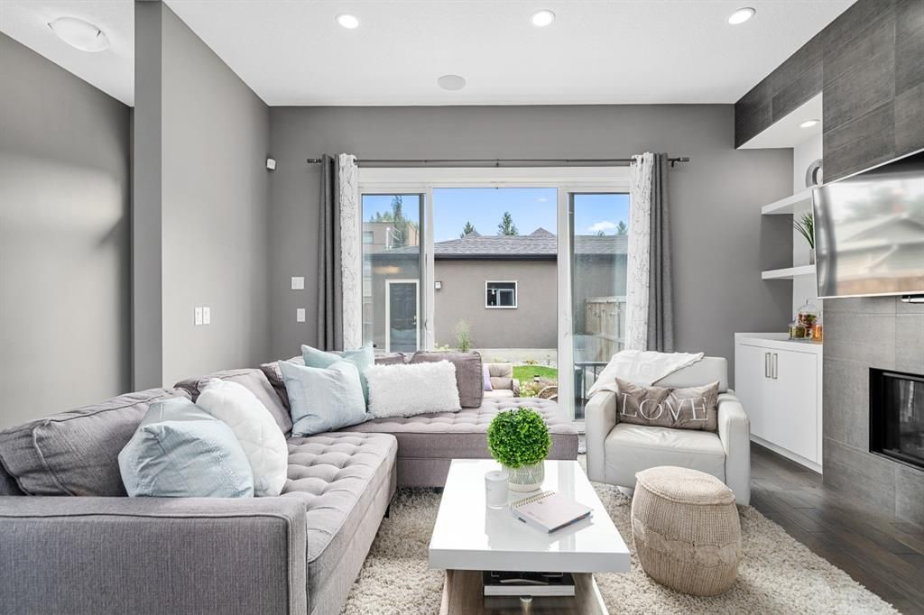 Main Photo: 4438 19 Avenue NW in Calgary: Montgomery Semi Detached for sale : MLS®# A1135824