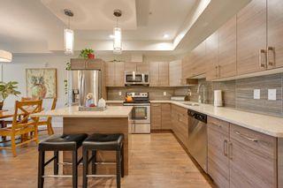 Photo 4: 302 10006 83 Avenue in Edmonton: Zone 15 Condo for sale : MLS®# E4251903