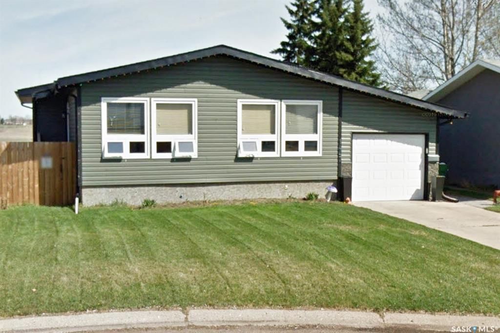 Main Photo: 1447 Sioux Crescent Southwest in Moose Jaw: Westmount/Elsom Residential for sale : MLS®# SK851786
