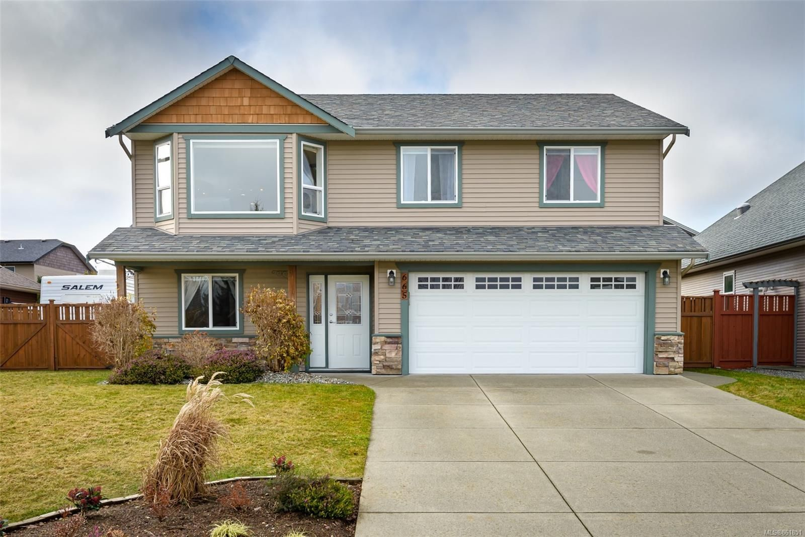 Main Photo: 665 Expeditor Pl in Comox: CV Comox (Town of) House for sale (Comox Valley)  : MLS®# 861851