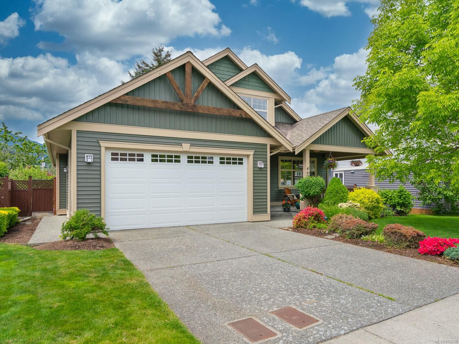 Main Photo: 463 Poets Trail Dr in : Na University District House for sale (Nanaimo)  : MLS®# 876110