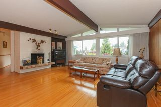 """Photo 2: 6882 YEOVIL Place in Burnaby: Montecito House for sale in """"Montecito"""" (Burnaby North)  : MLS®# V1119163"""