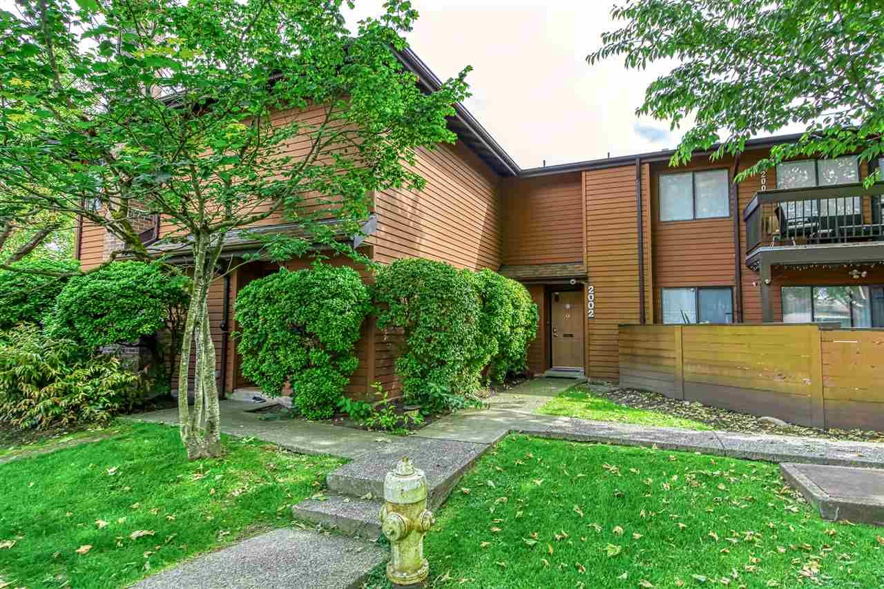 """Main Photo: 2002 10620 150 Street in Surrey: Guildford Townhouse for sale in """"Lincolins"""" (North Surrey)  : MLS®# R2459924"""
