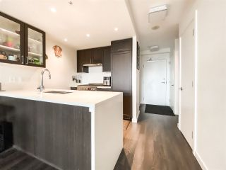 """Photo 4: 515 5598 ORMIDALE Street in Vancouver: Collingwood VE Condo for sale in """"wall centre central park"""" (Vancouver East)  : MLS®# R2560362"""
